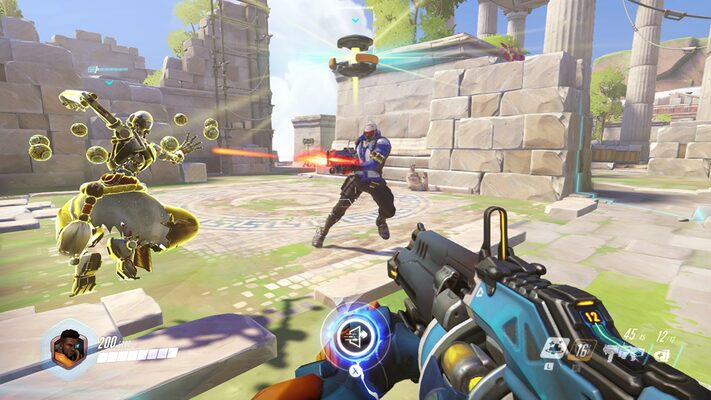 Overwatch gameplay screenshot, showing conflict and team assistance.