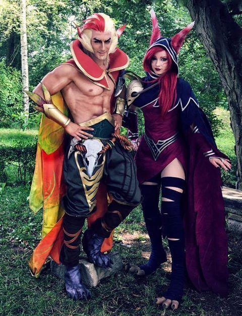 A couple cosplaying Xayah and Rakan