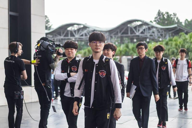 SKT 2019 walking towards the stadium