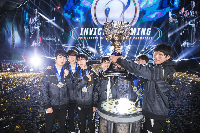 Invictus Gaming Lifts the Worlds 2018 trophy