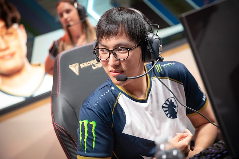 Doublelift wearing his Team Liquid uniform