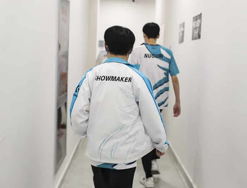 Damwon's ShowMaker and Nuguri walking out
