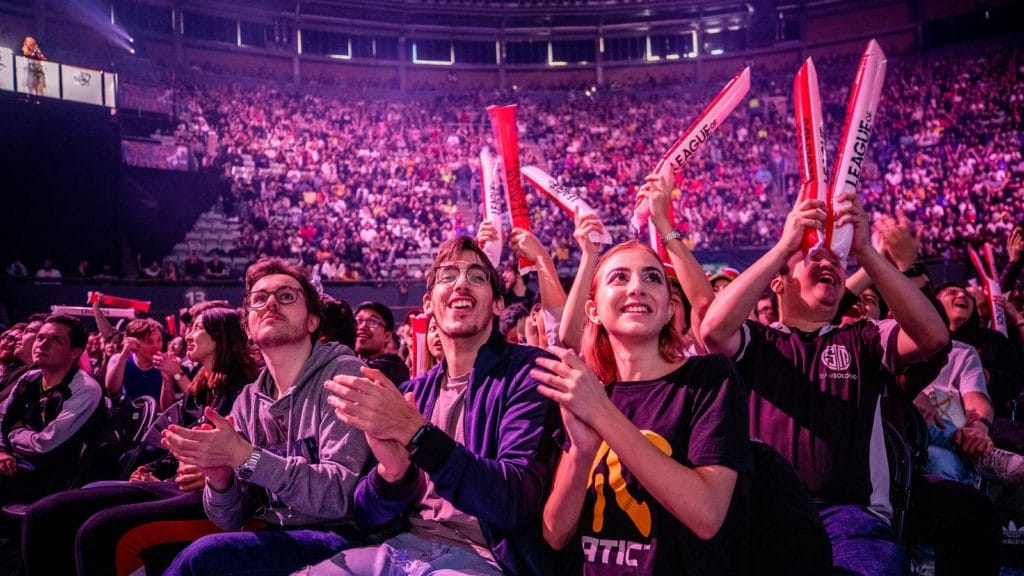 A crowd cheering for FNATIC