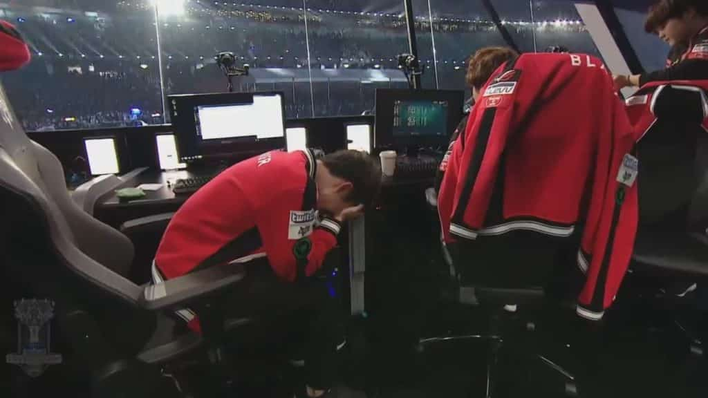 Faker crying on stage after losing to Samsung Galaxy
