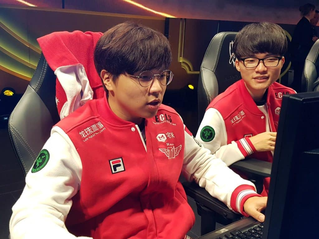 Faker and Bengi playing on stage