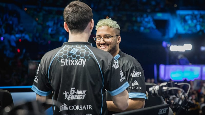 Aphromoo and Stixxay talking after the match