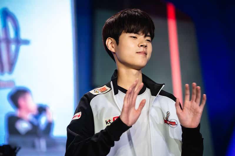 Deft raising both of his hands