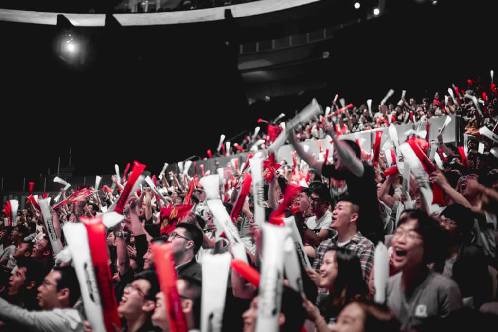 LCK Fans cheering for their teams