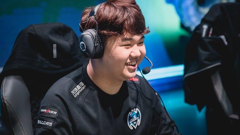 Longzhu Gaming's PraY laughing and smiling