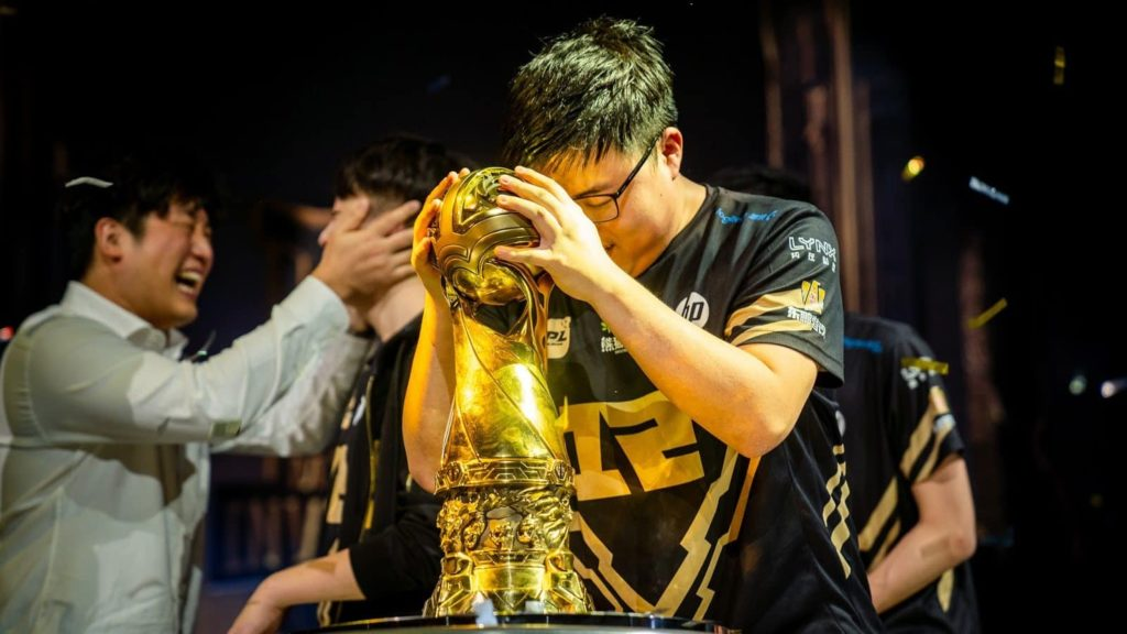 Uzi holding his trophy in disbelief | The best ADC player to ever live