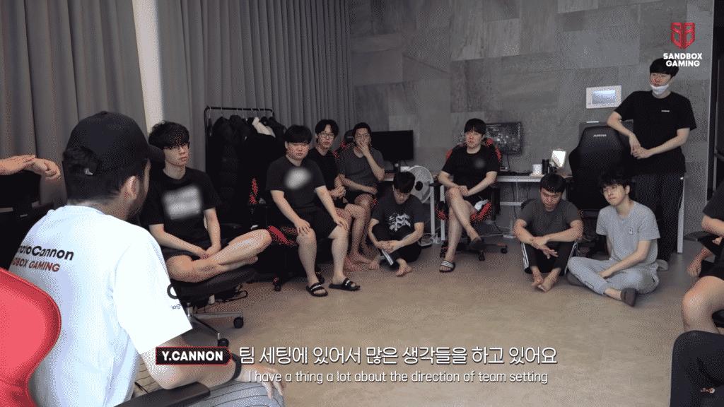 YamatoCannon discussing strategies with Sandbox Players