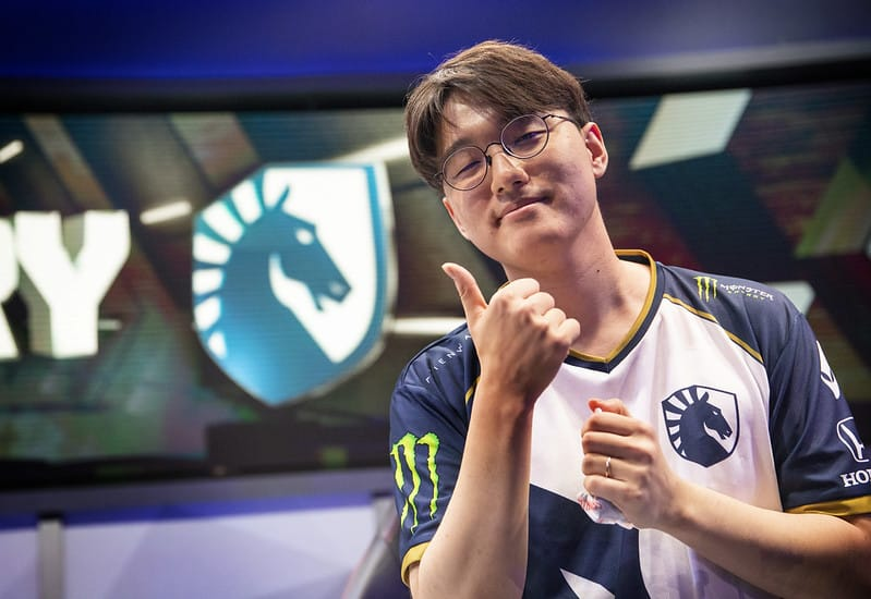 CoreJJ giving the thumbs up after a win