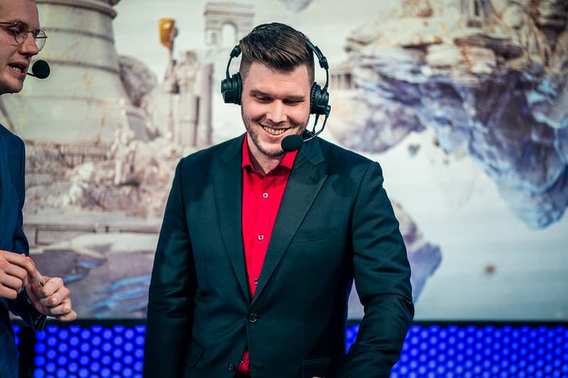 LCK's Atlust Wearing A Red Shit and Suit