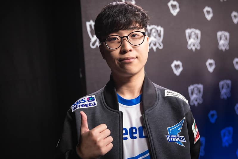 Kiin giving a thumbs up post interview
