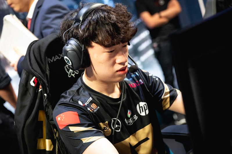 RNG Xiaohu focused on the game