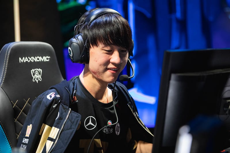 Ming giving a little smile to the audience - MSI 2021 Players