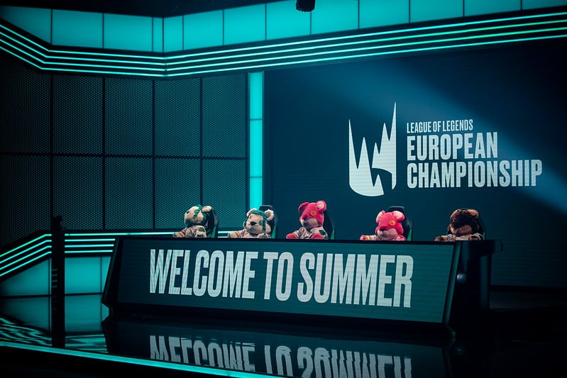 LEC Analyst deck welcoming back the fans for LEC Summer Week 1