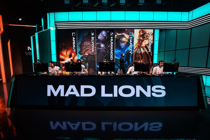 The MAD lions roster getting ready to play League of Legends