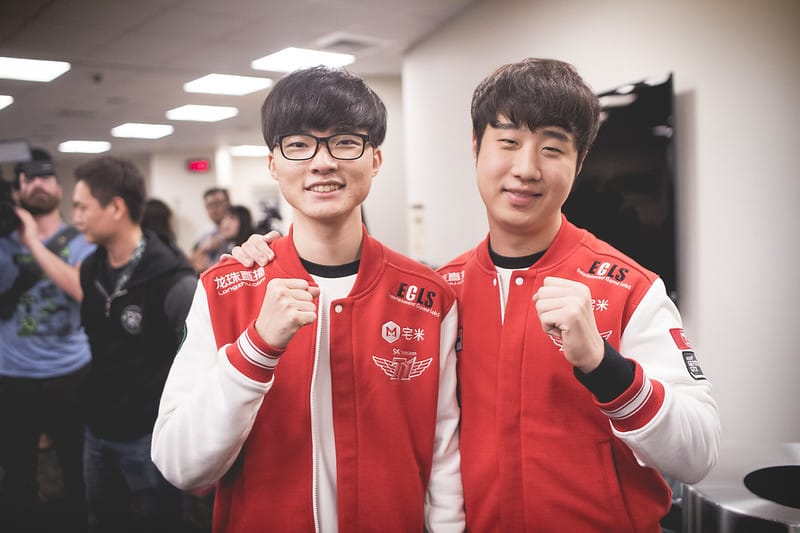 """Faker and Teddy """"fighting"""" pose"""