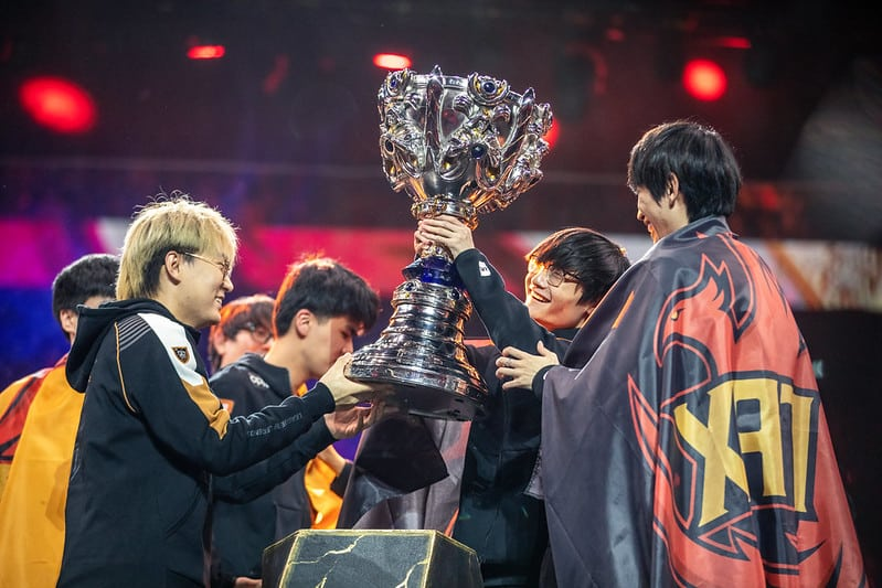Funplus Phoenix raising the Worlds 2019 Trophy | Eastern LoL Dominace