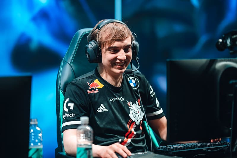 Caps smiling on his screen | Best LoL Wester Players
