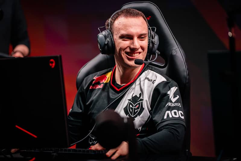 Perkz looking over to his side and smiling | Best LoL Wester Players