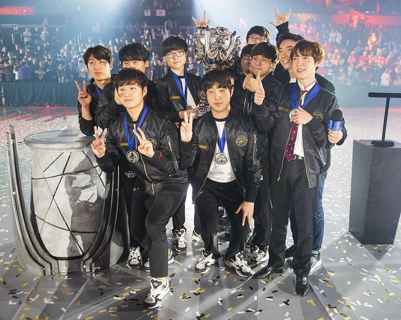 SKT T1 giving a peace sign after winning worlds 2016