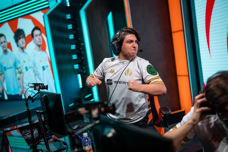 MAD Armut flexing his chest after winning against G2 Esports
