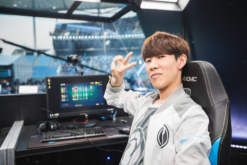 iG TheShy giving out a peace sign - How to Train Like A LoL Pro