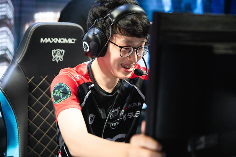EDG Scout happily holding his monitor - Worlds 2021 update