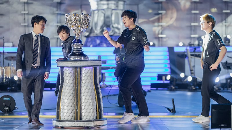 Ruler happily rushing towards the trophy - Worlds 2021 Update