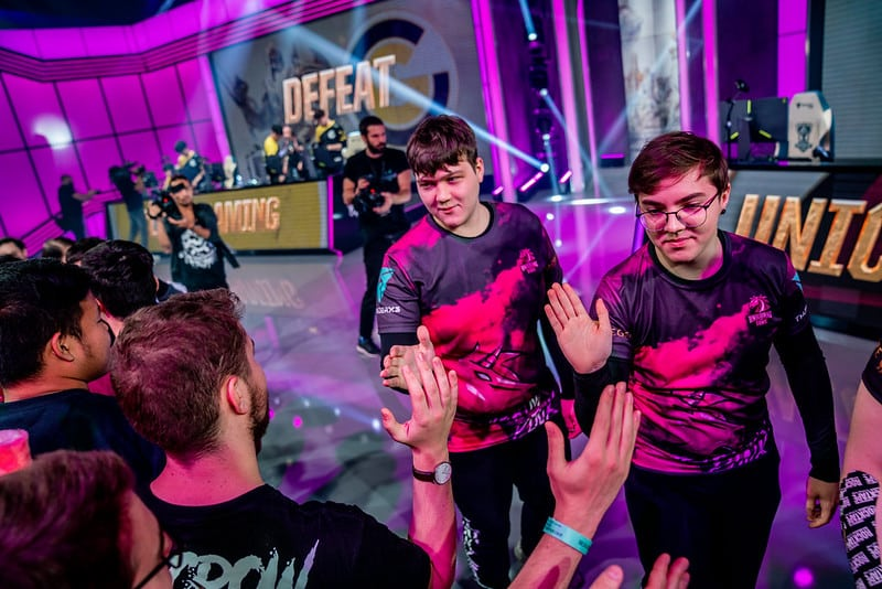 UoL members giving high fives